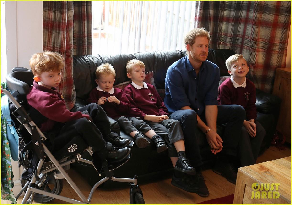 prince harry surprises sick 5 year old boy druing leeds visit 023924838