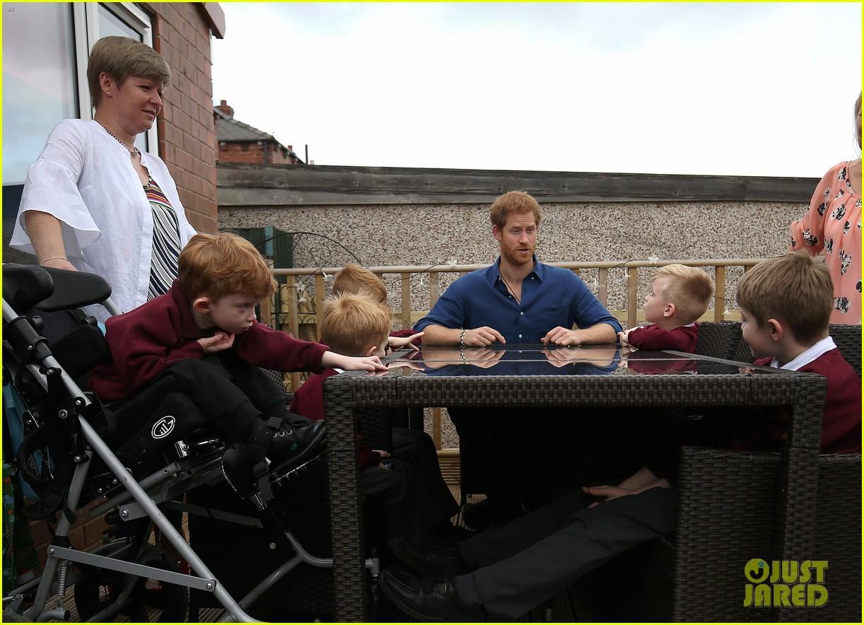 prince harry surprises sick 5 year old boy druing leeds visit 123924848