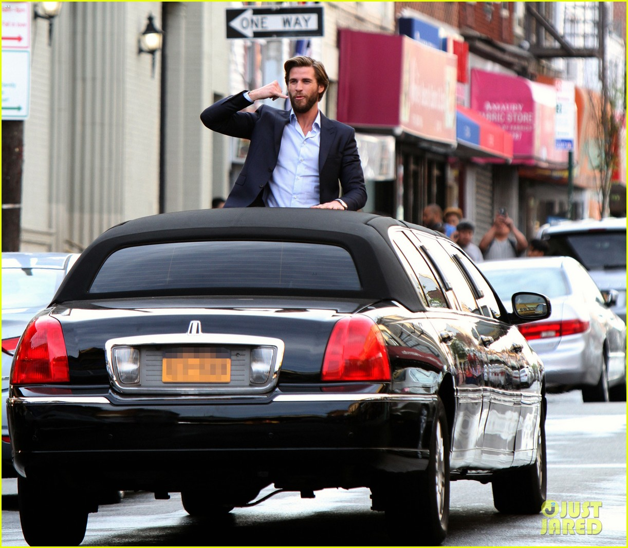 Liam Hemsworth Dawn Of A Rebel: Liam Hemsworth Has A Flower For Rebel Wilson On 'Isn't It