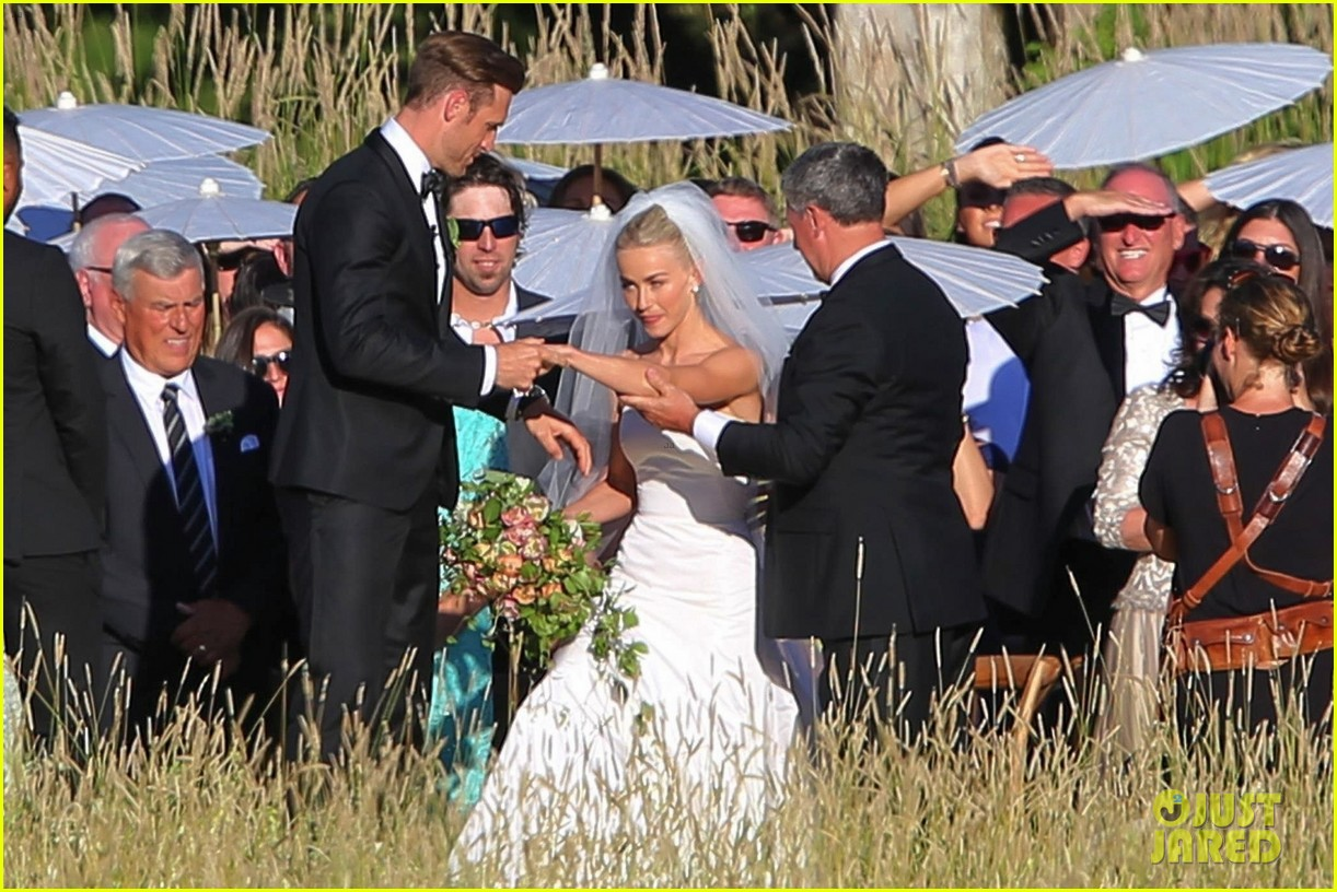 Julianne hough 39 s wedding photos see the romantic pics for Julianne hough wedding pictures
