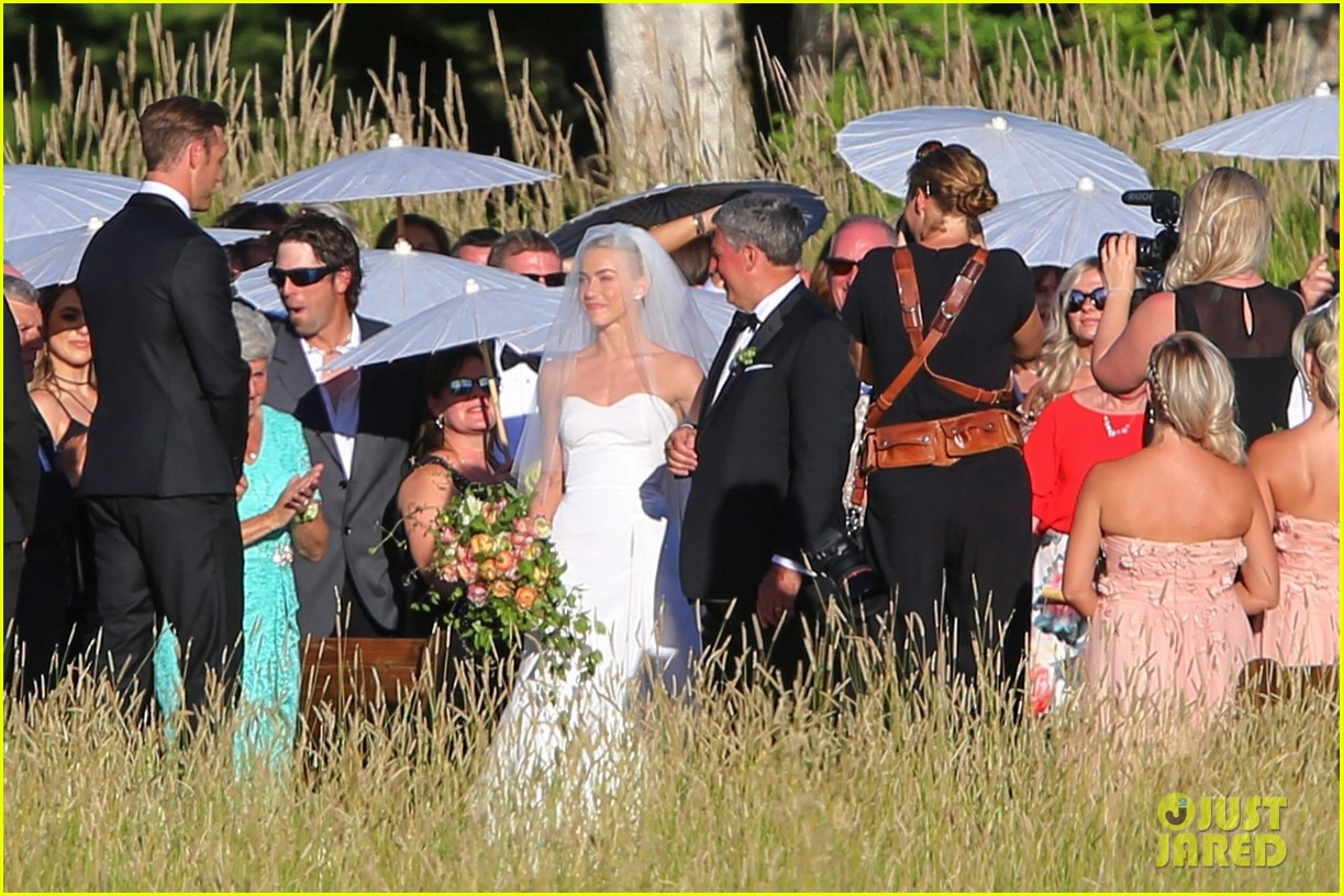 Julianne Hough S Wedding Photos See The Romantic Pics