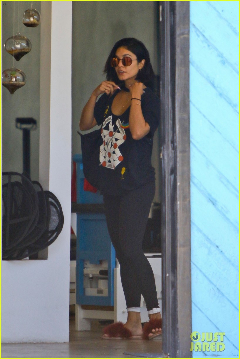 vanessa hudgens grabs coffee with friends in la 053930447