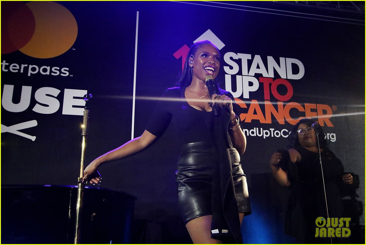 jennifer hudson hits the stage for stand up to cancer concert 043925819