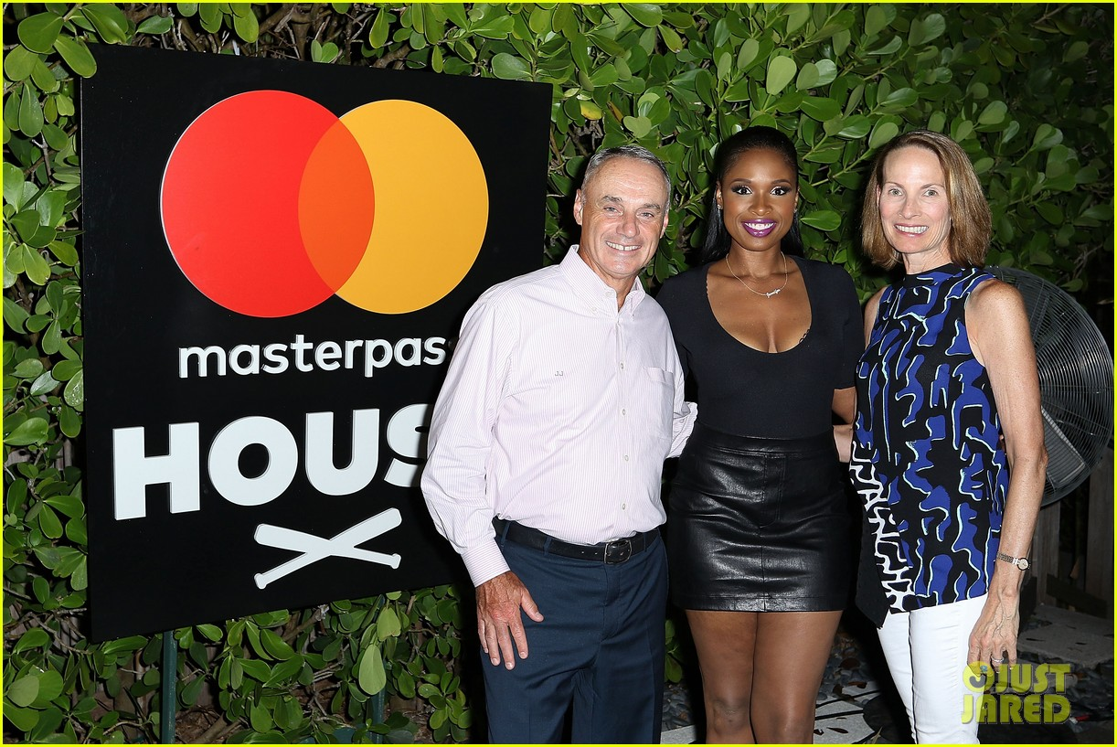 jennifer hudson hits the stage for stand up to cancer concert 133925828
