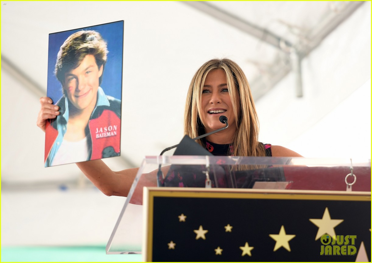 jennifer aniston supports jason bateman walk of fame 083934101