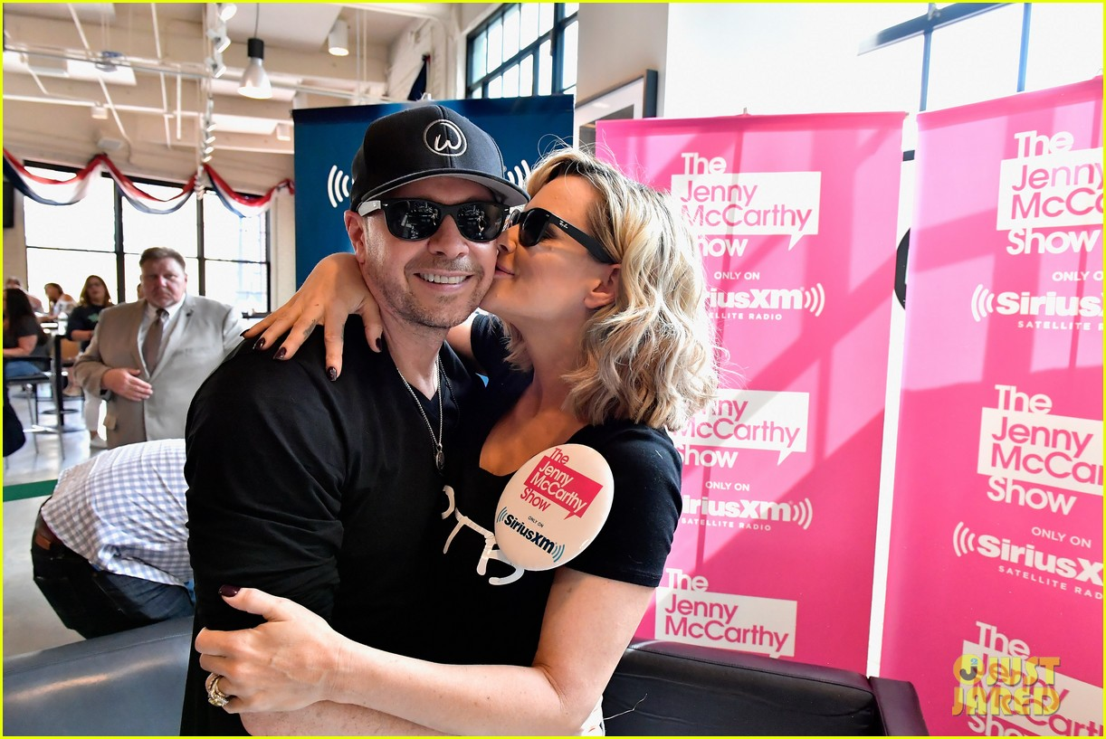 Jenny McCarthy Supports Donnie Wahlberg & NKOTB in Boston: Photo ...