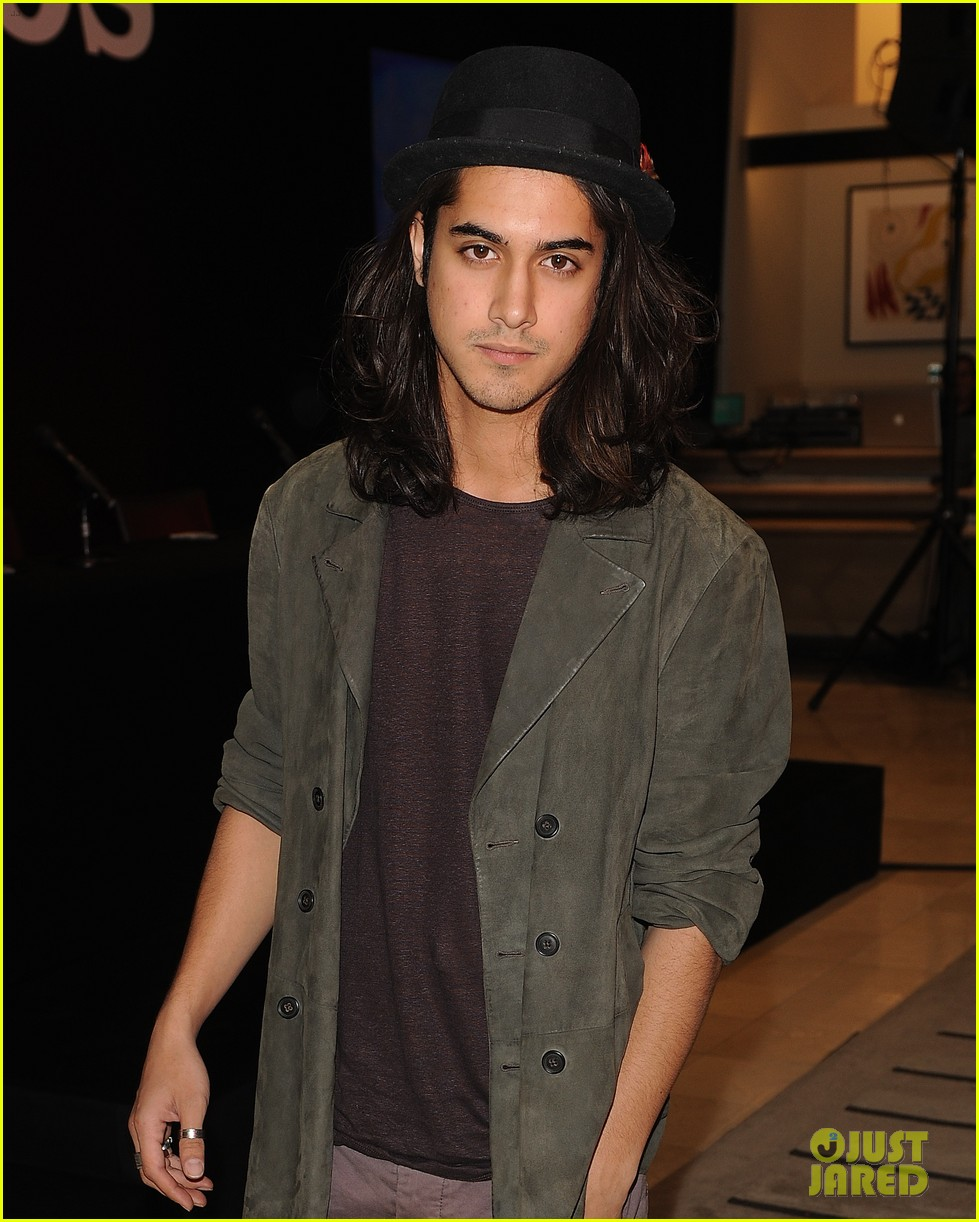Avan Jogia Has Auditioned For Aladdin In The Mix To Land Role Photo 3927967 Aladdin Avan Jogia Pictures Just Jared