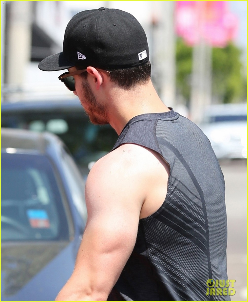 nick jonas bares buff biceps farmers tan after a workout 023936092