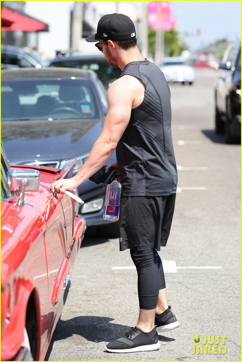 nick jonas bares buff biceps farmers tan after a workout 053936095