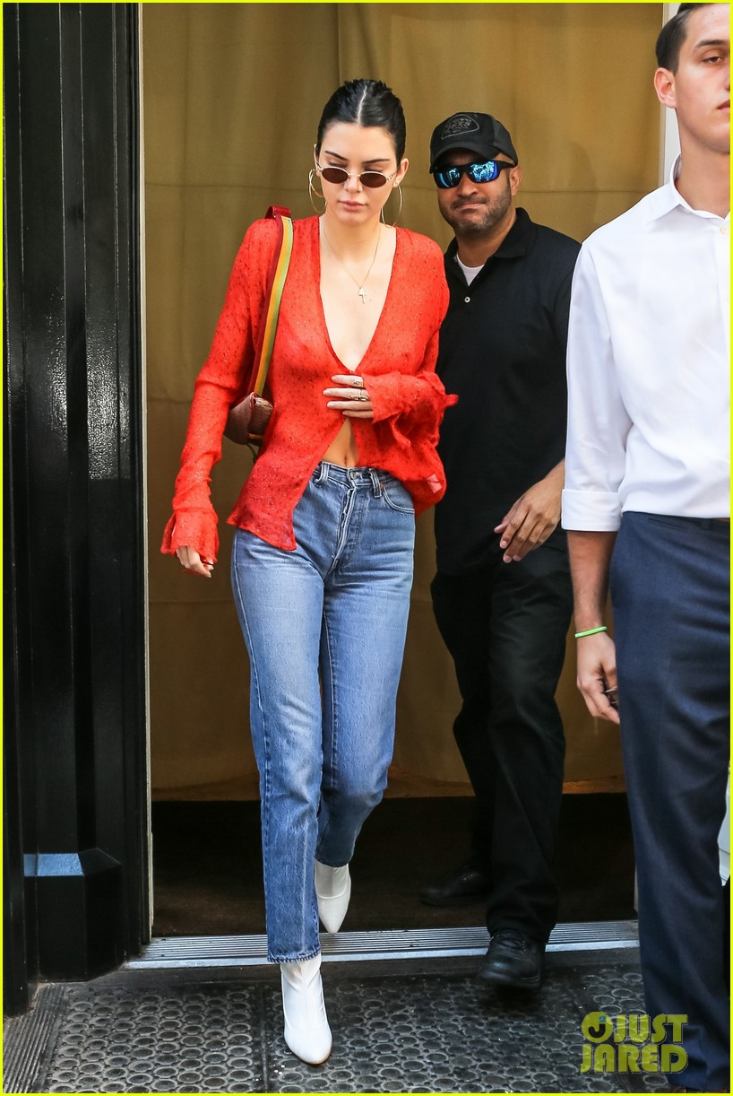 Kendall jenner braless see through candids in new york new foto