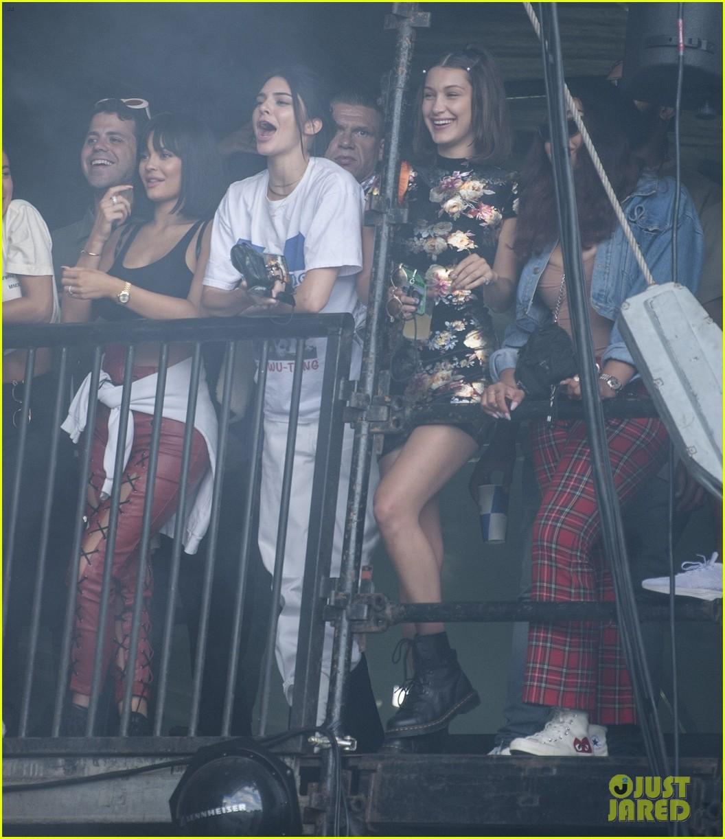 Kendall Kylie Jenner Watch Travis Scott At Wireless Festival