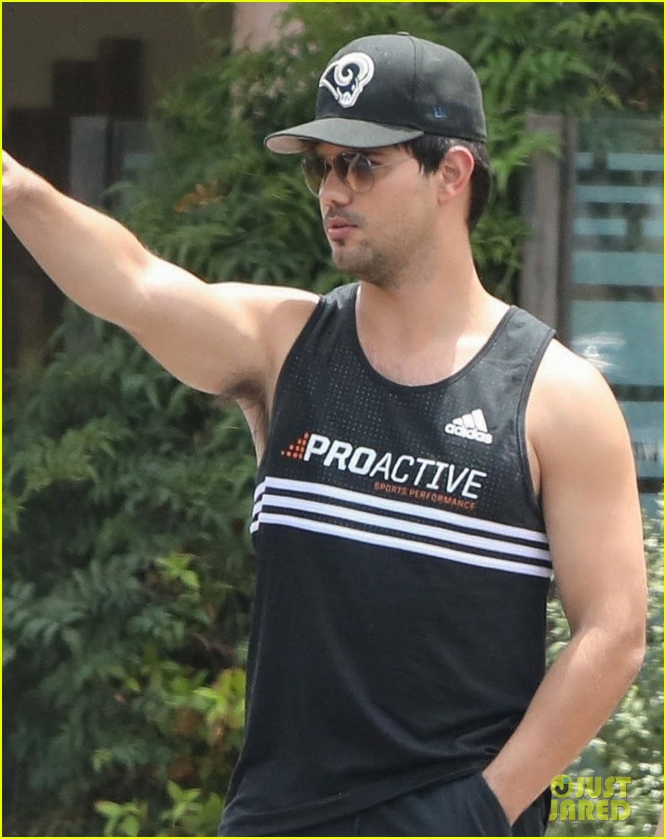 taylor lautner really hopes nerds ropes still exist 023929149