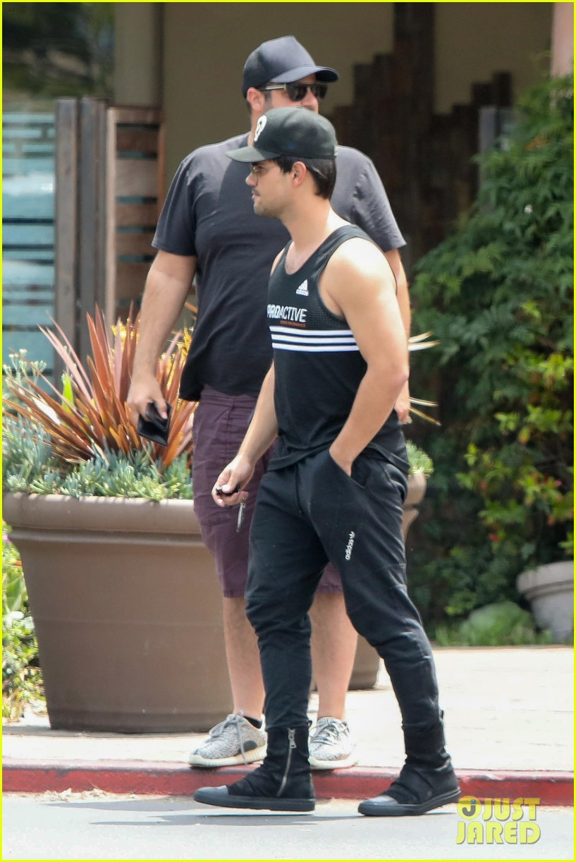 taylor lautner really hopes nerds ropes still exist 043929151