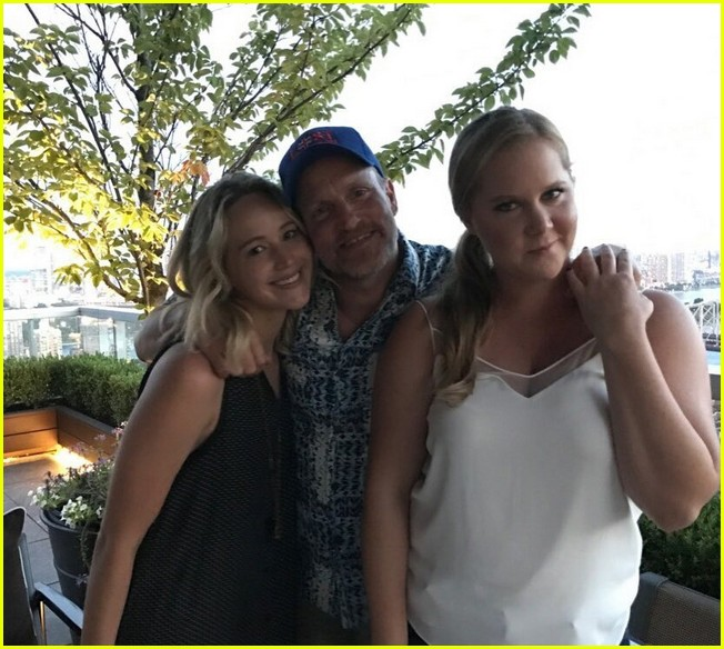 amy schumer jennifer lawrence woody harrelson photo 013925829