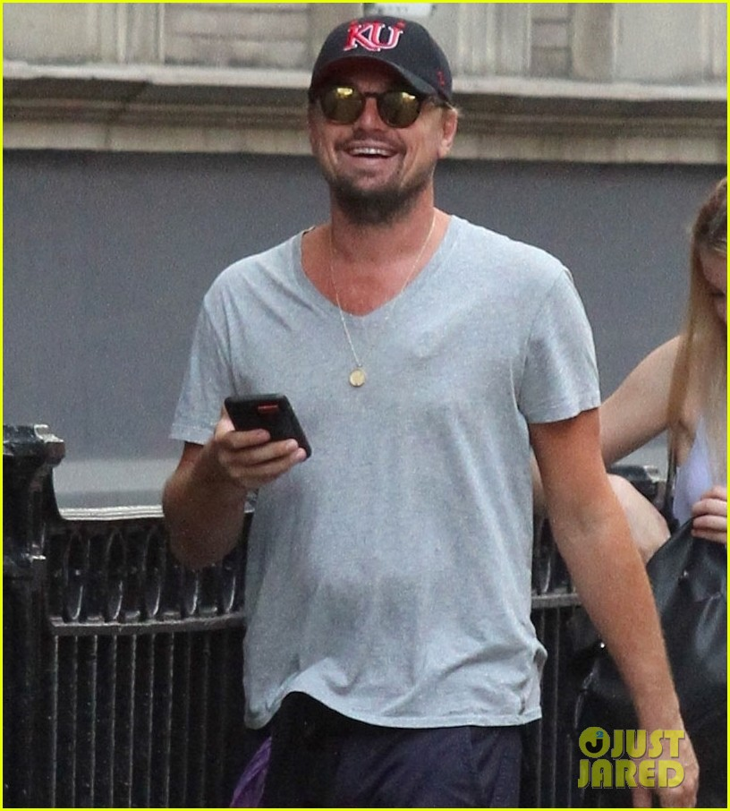 leonardo dicaprio walks 50 blocks nyc 023928854