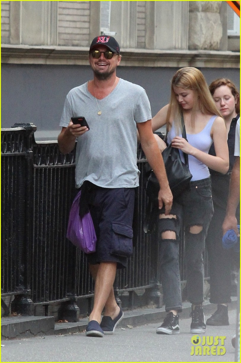 leonardo dicaprio walks 50 blocks nyc 053928857