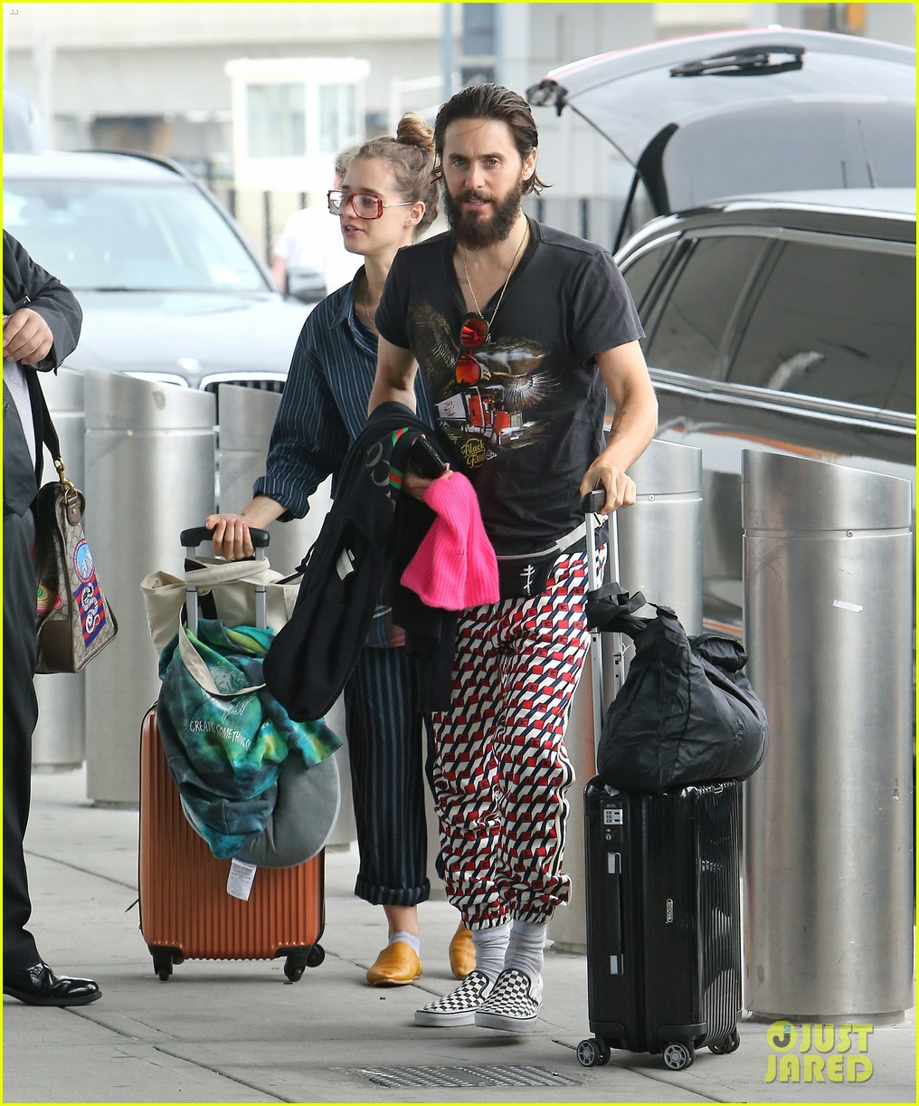 jared leto grabs lunch with rumored girlfriend valery kaufman in nyc 053933043