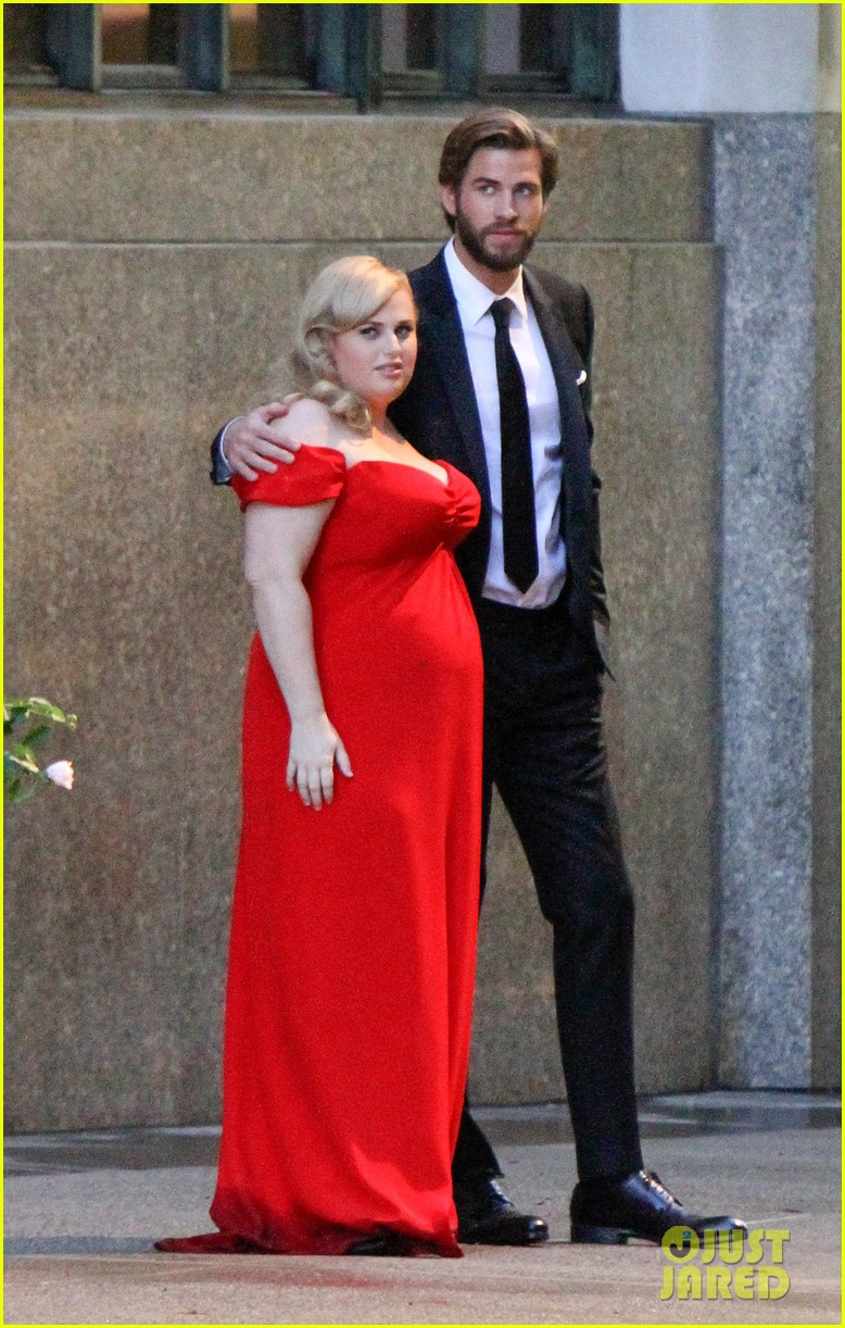 liam hemsworth dips kisses rebel wilson for new movie 013936052