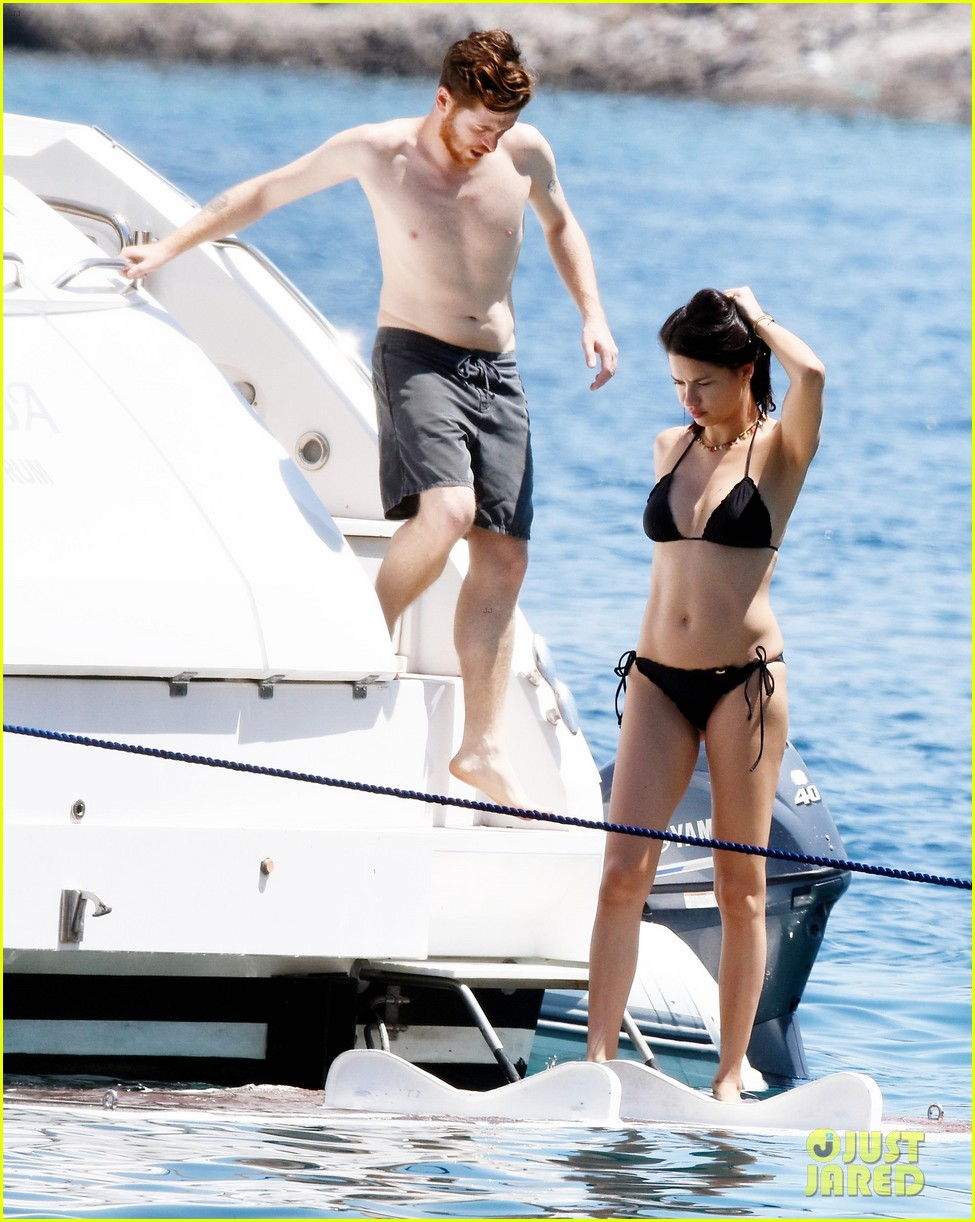 adriana lima boyfriend metin hara relax on a yacht in turkey 033927922