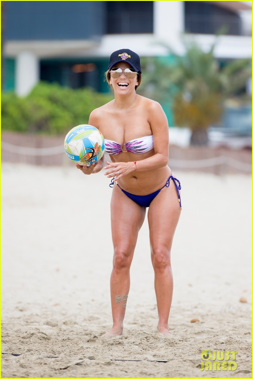 eva longoria flaunts pda with her husband during beach volleyball game 013931469