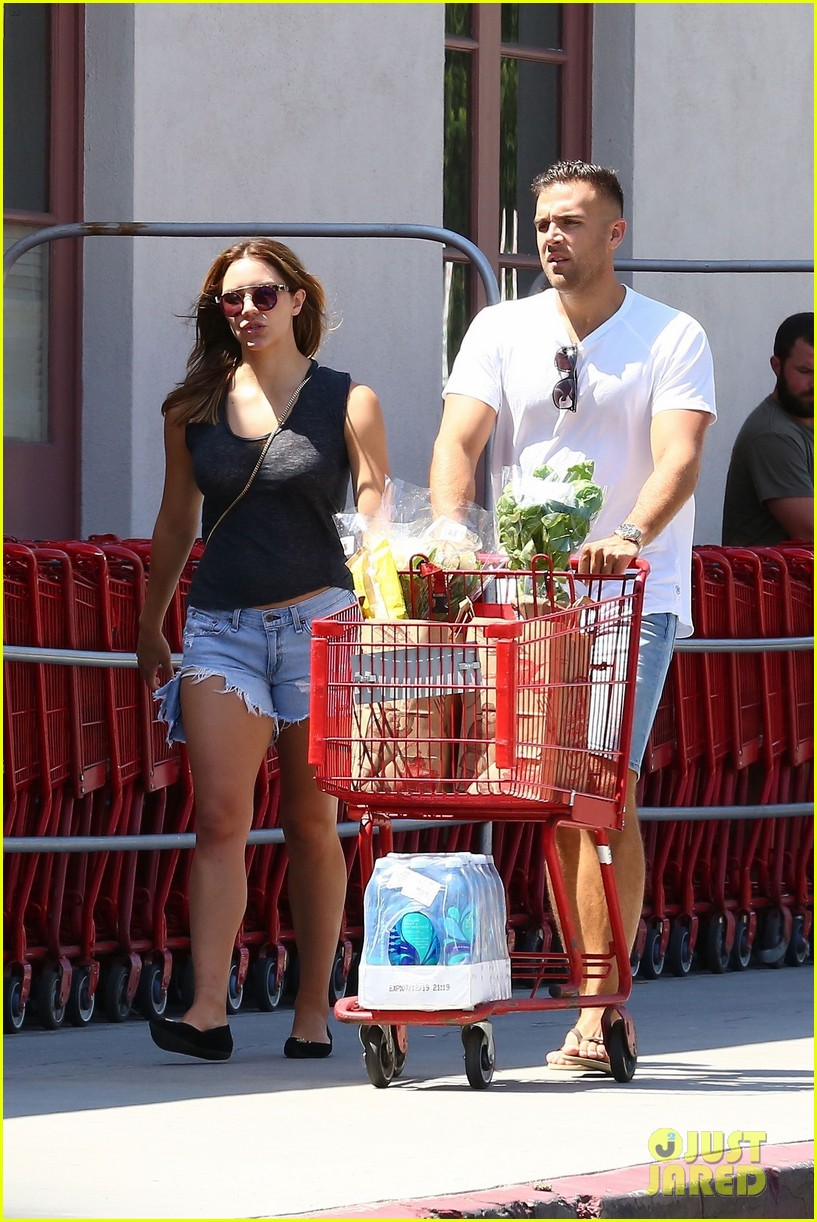 katharine boyfriend nick stock up on groceries 013933103