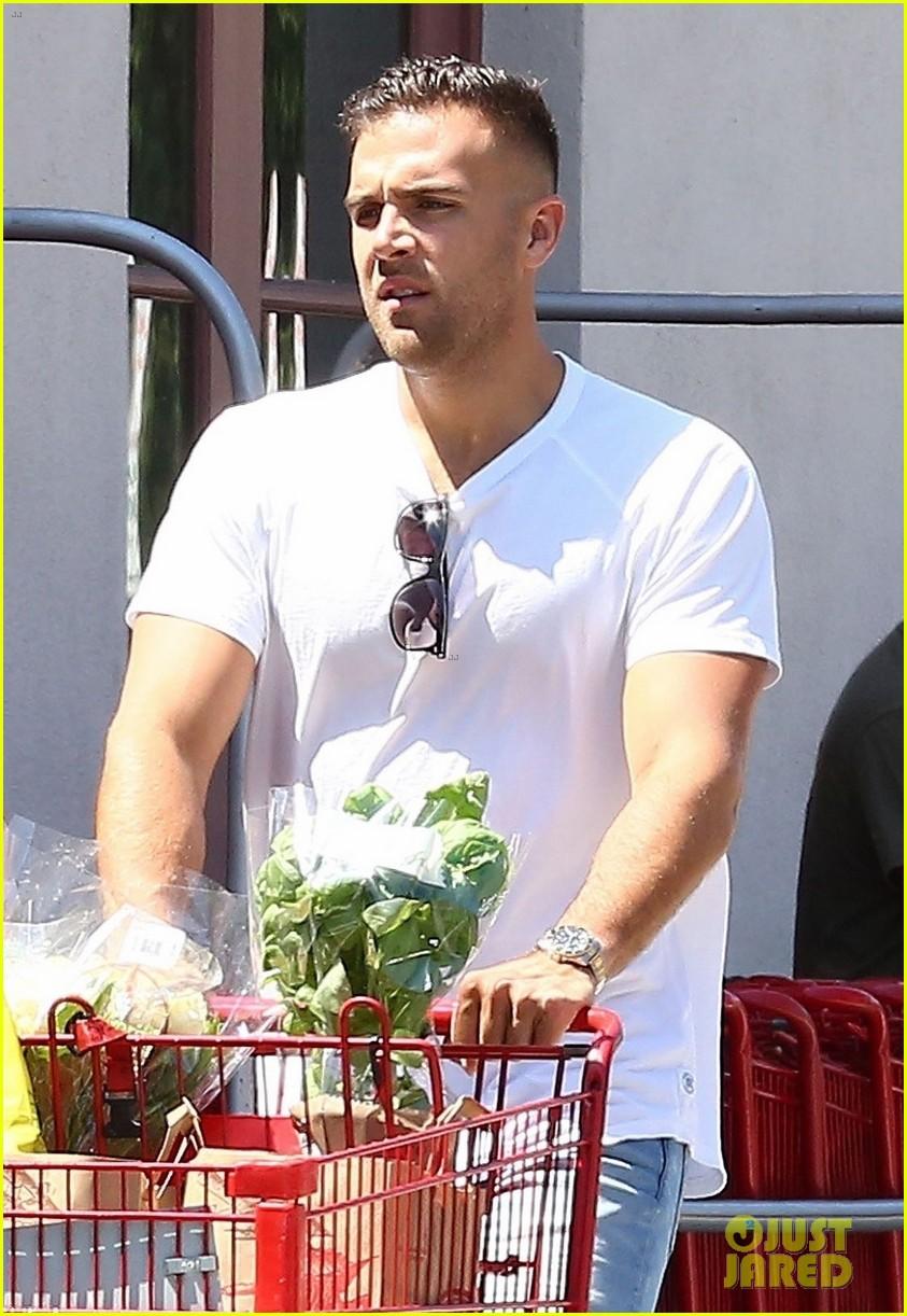 katharine boyfriend nick stock up on groceries 043933106