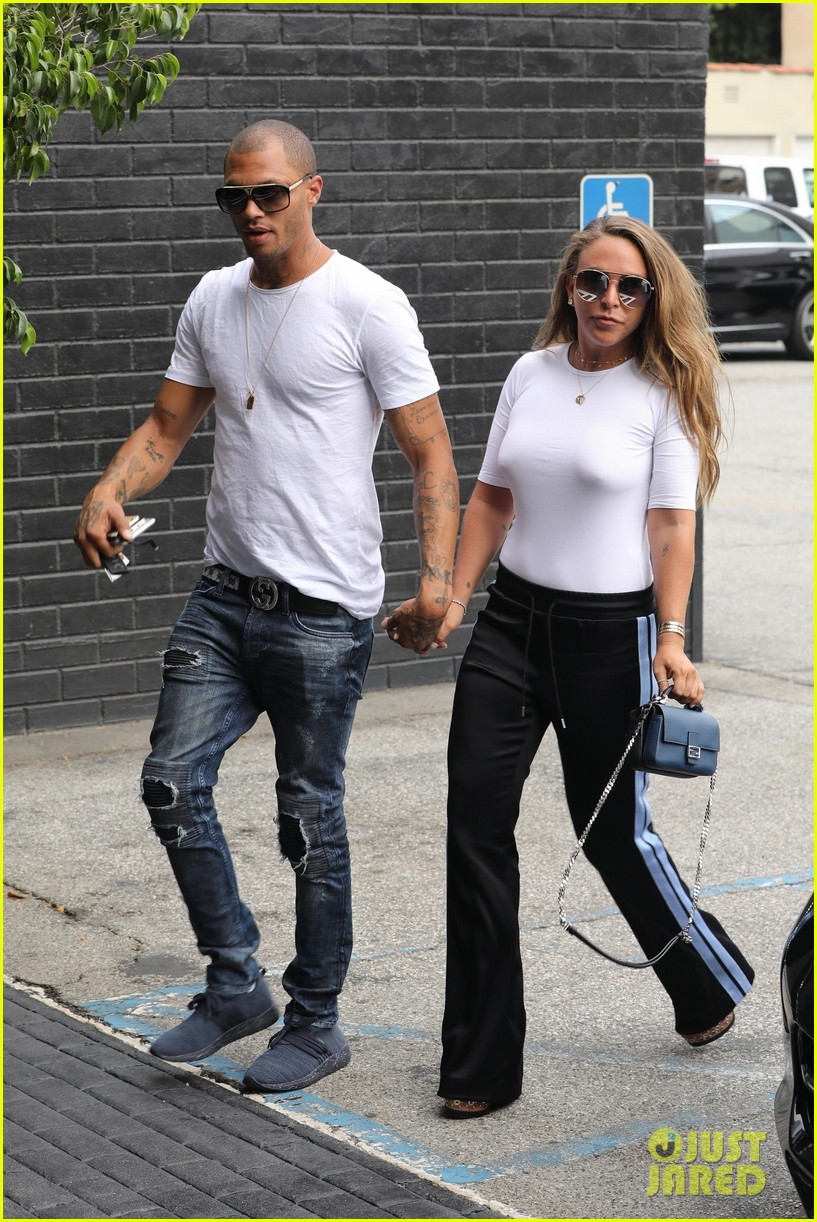 jeremy meeks and chloe green share a kiss while shopping at her store2 013928742