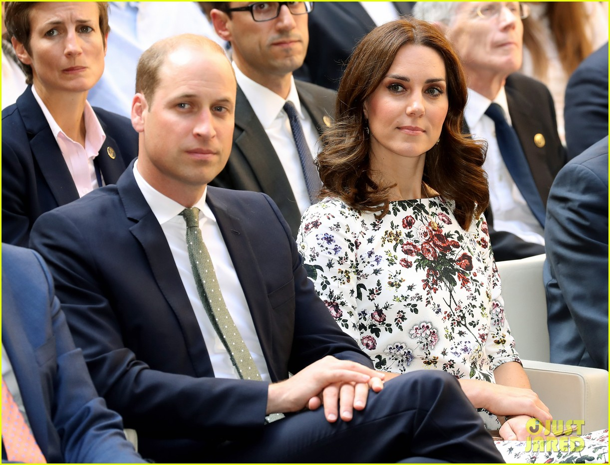 kate middleton prince william check out shakespeare theatre during poland visit 063929828