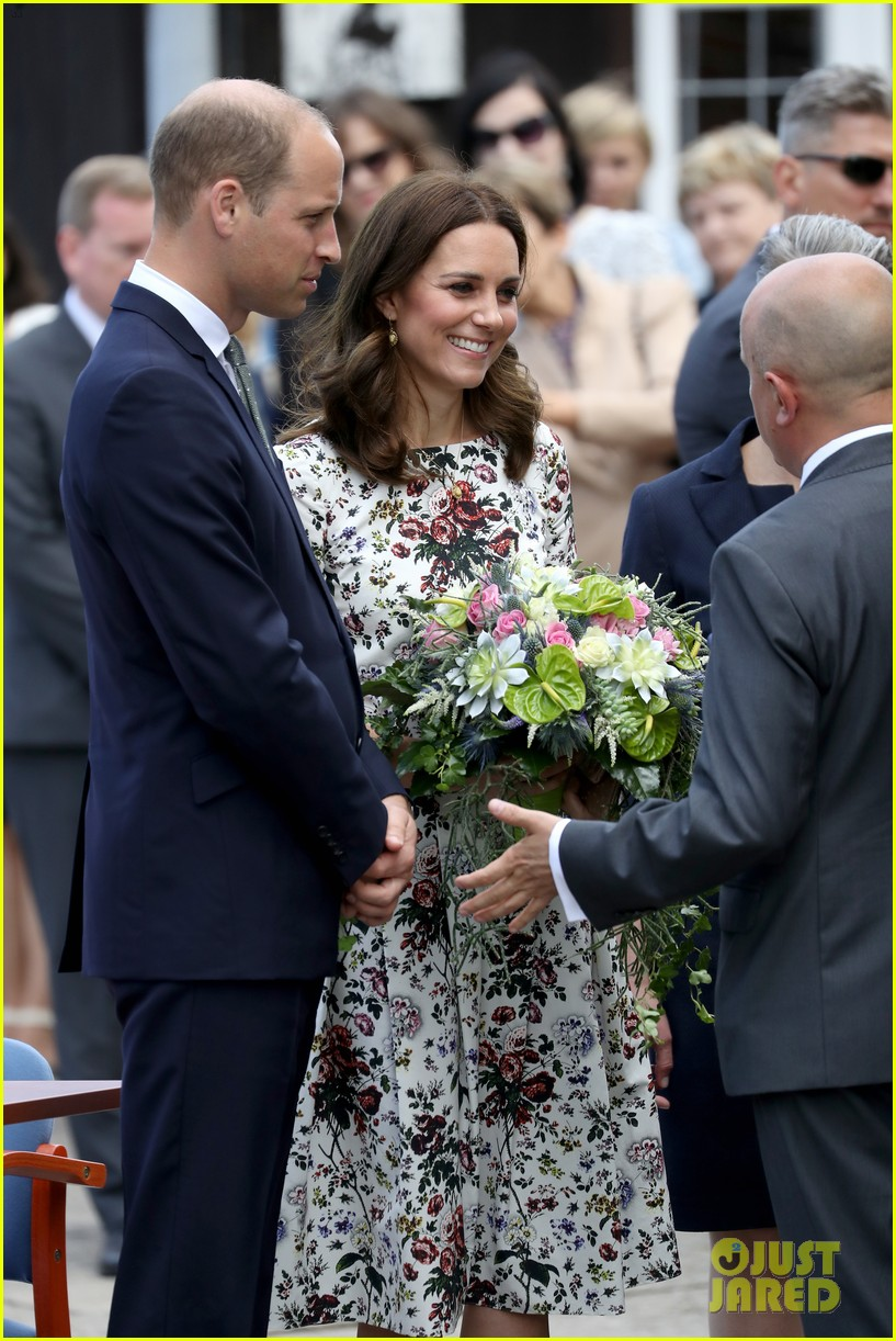 kate middleton prince william check out shakespeare theatre during poland visit 143929836