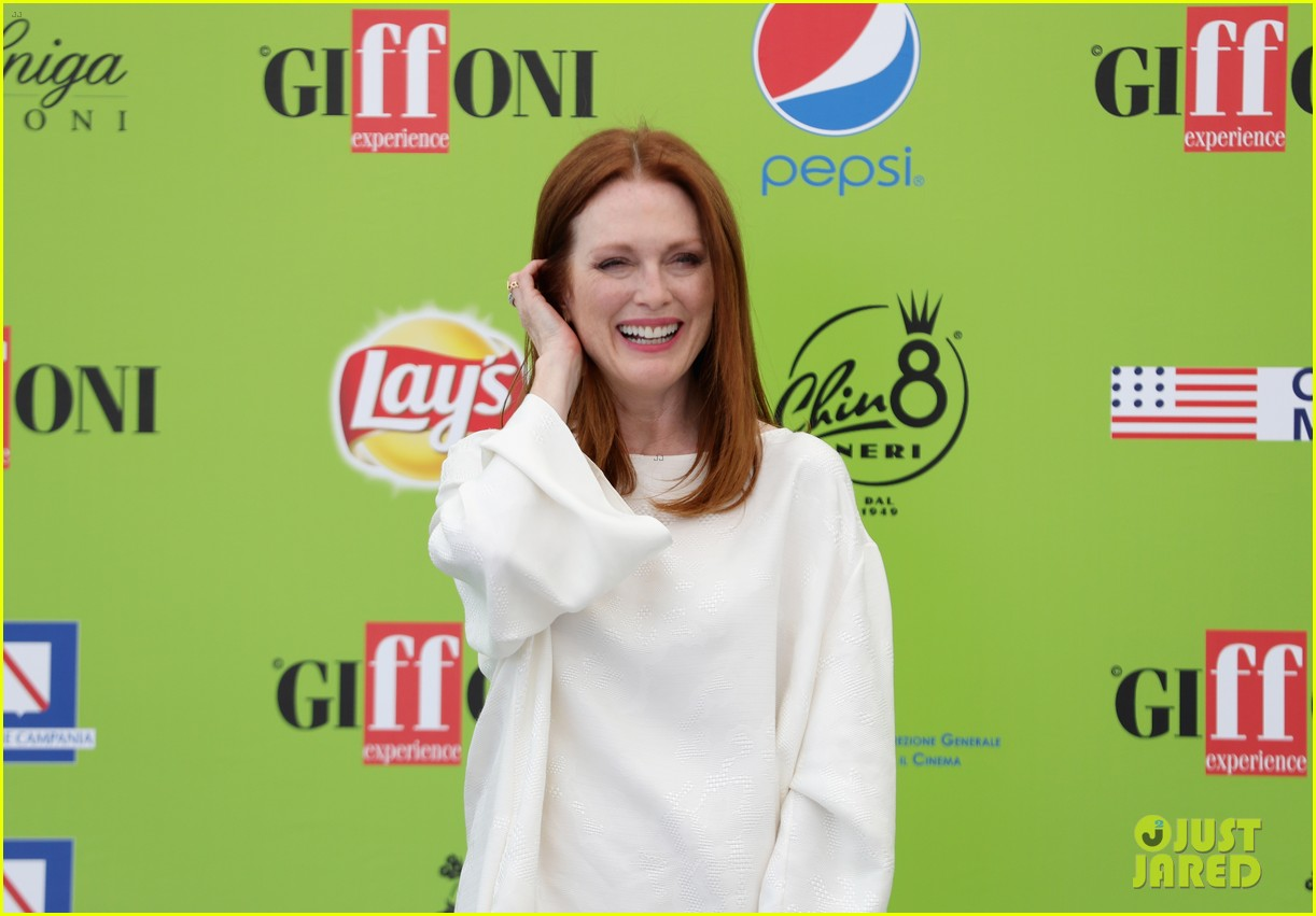 julianne moore brings inspiring message to giffoni film fest dont ever let 083929327