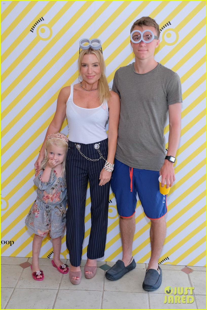 gwyneth paltrow rocks pink lacy dress for despicable me 3 screening 033924141