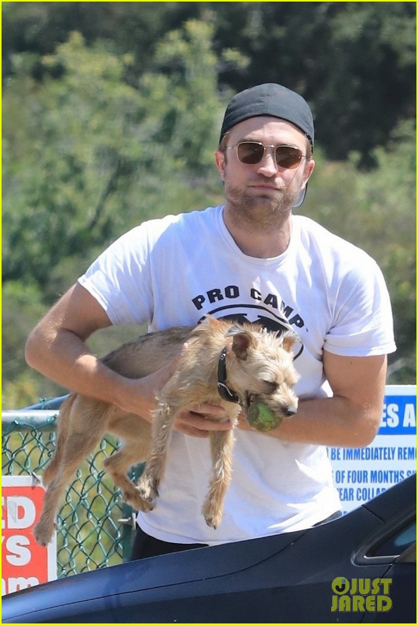robert pattinson takes his pet pooch to the dog park 033928380