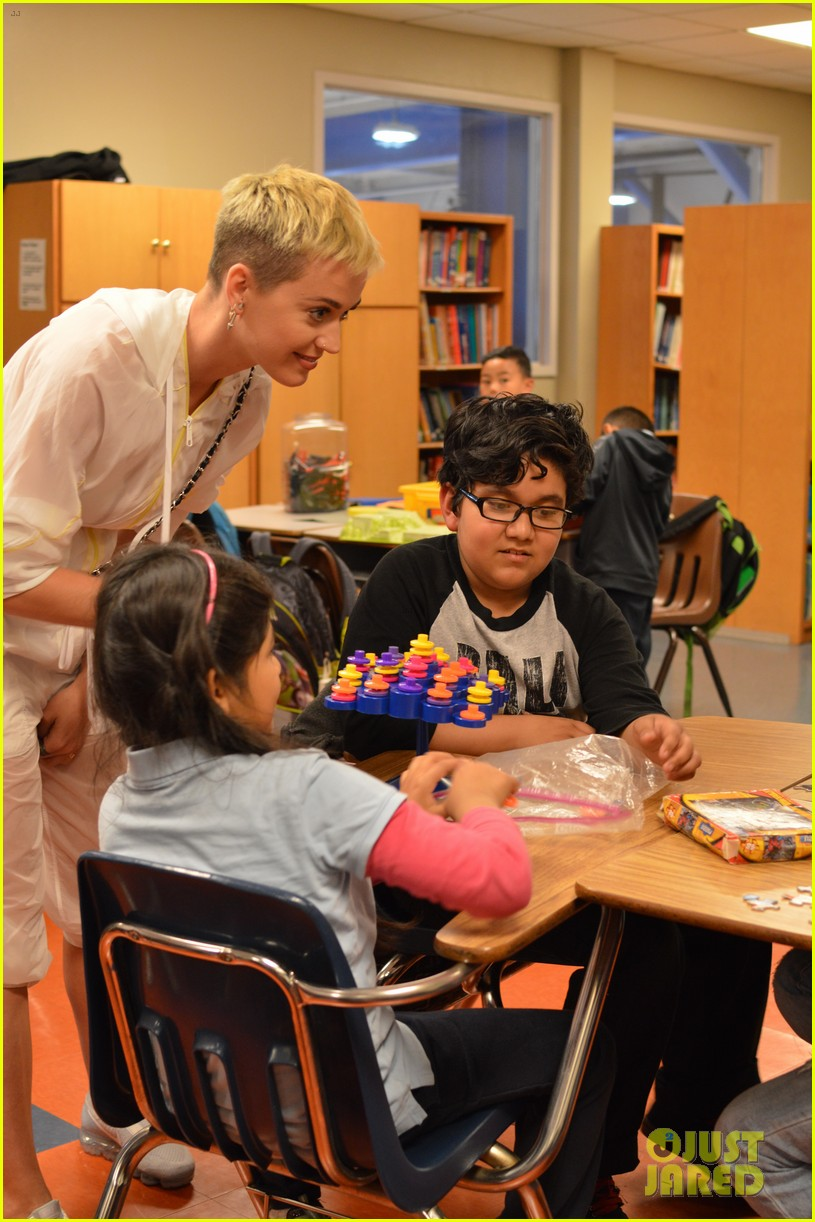 katy perry visits boys and girls club ahead of tour 023936063