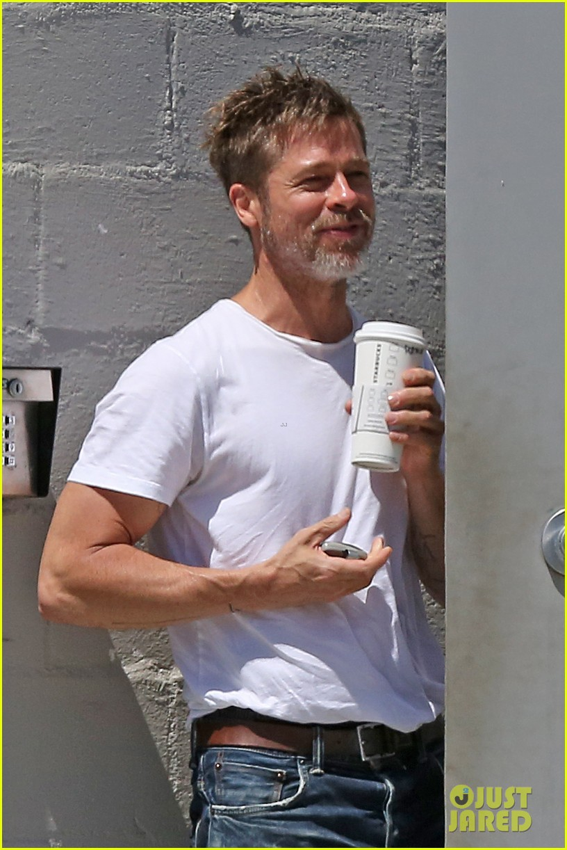 brad pitt shows hes bulking up during july 4th outing 033923956