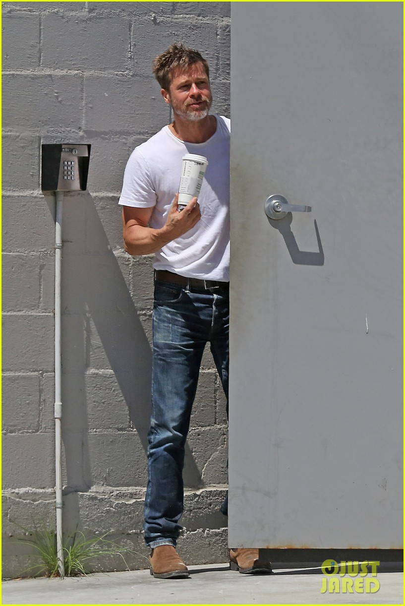 brad pitt shows hes bulking up during july 4th outing 083923961