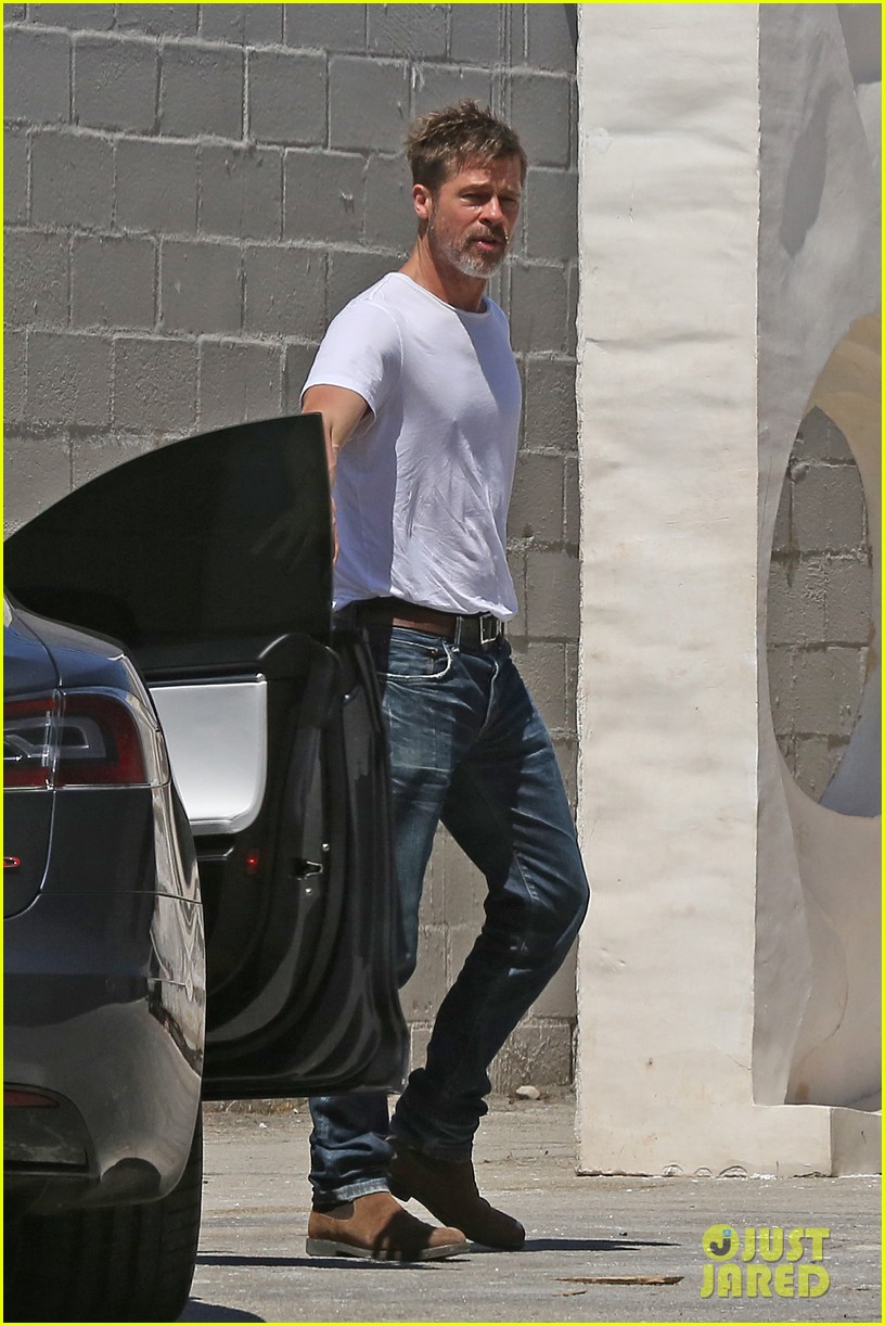 brad pitt shows hes bulking up during july 4th outing 163923969