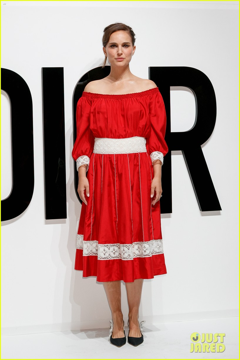 natalie portman hits tokyo for dior for love photo call 013930150