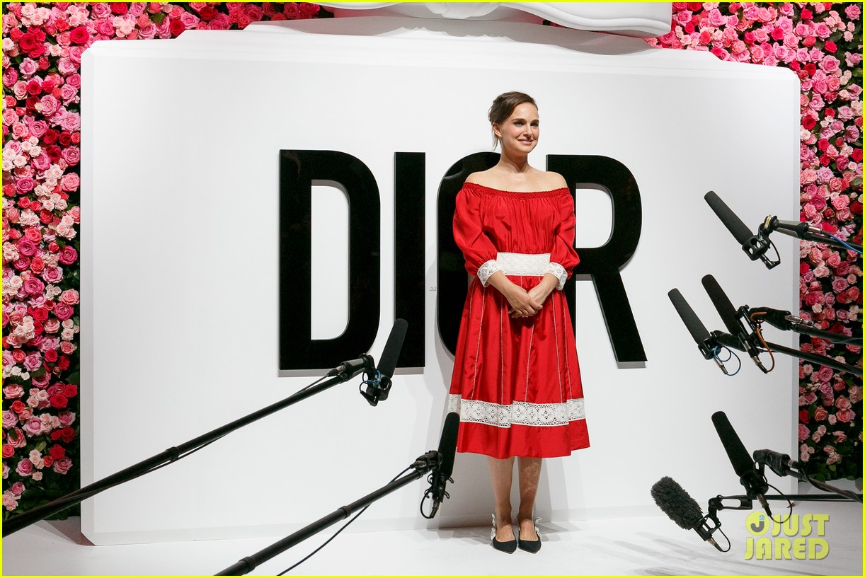 natalie portman hits tokyo for dior for love photo call 023930151