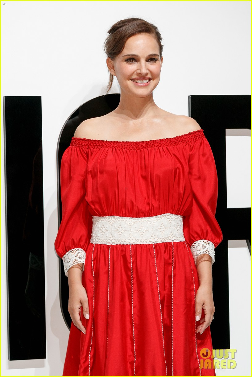natalie portman hits tokyo for dior for love photo call 053930154