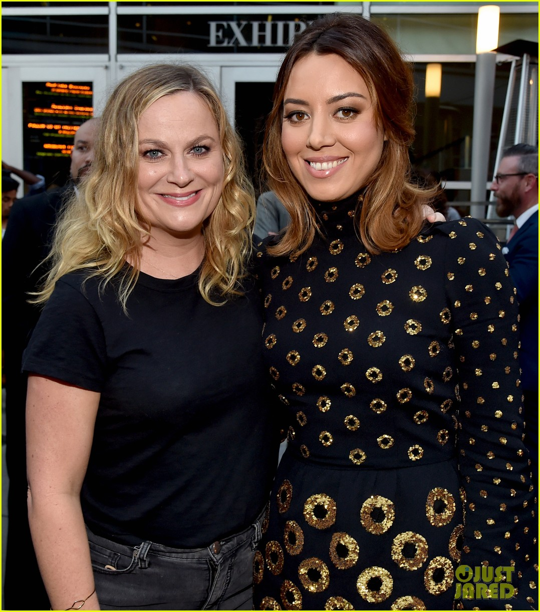 amy poehler dating aubrey plaza Getty imageswill arnett and amy poehler shockingly split last fall and, since then, have largely kept the details of their personal life out of the spotlight but the funnyman recently opened up abo.