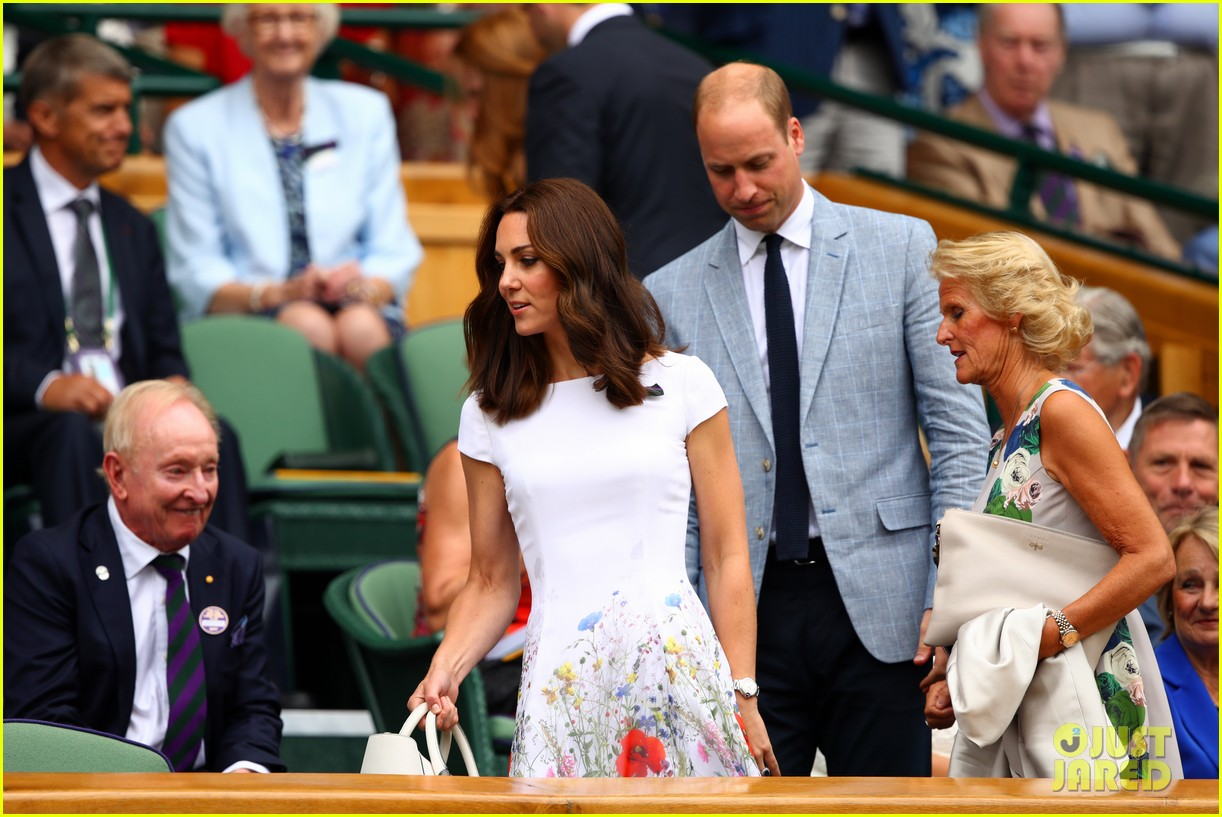 WATCH: Kate Middleton and Prince William practice their parenting skills foto