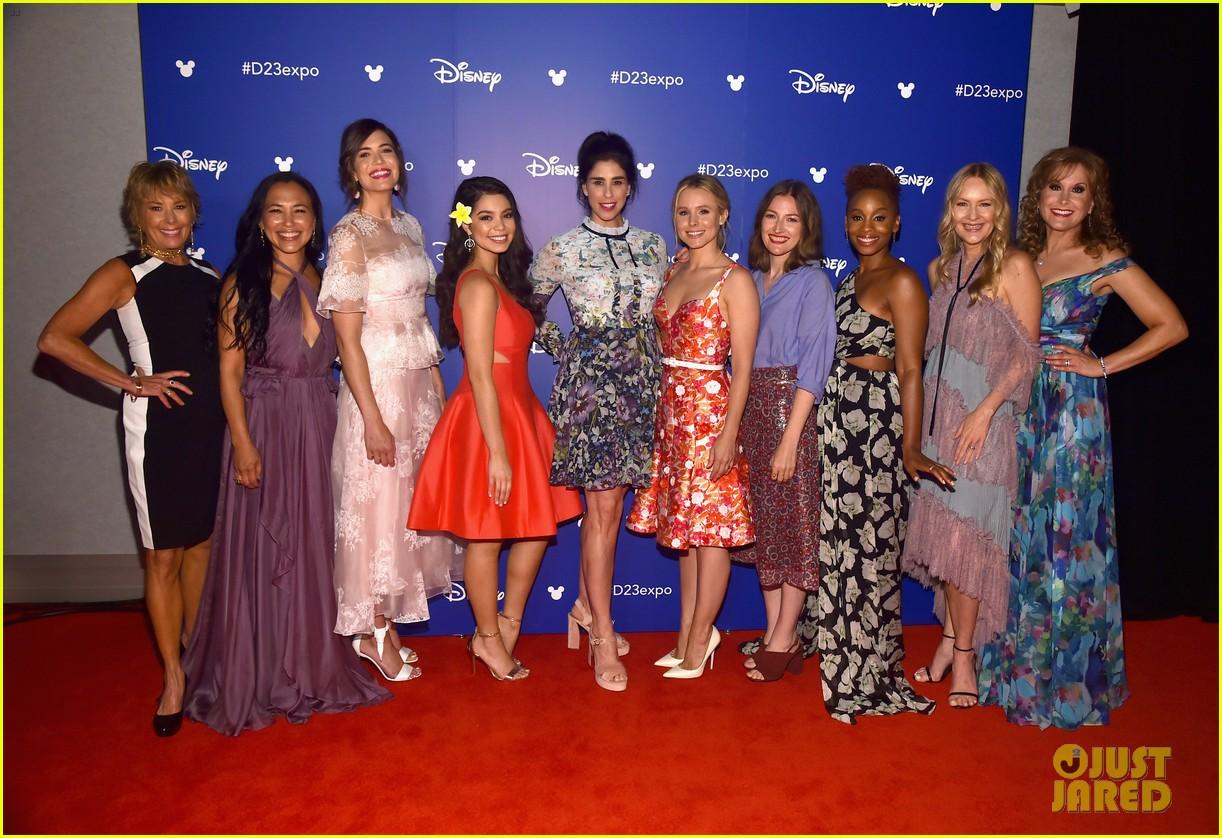 10 of disneys princess actresses met up for epic d23 photo 013928296