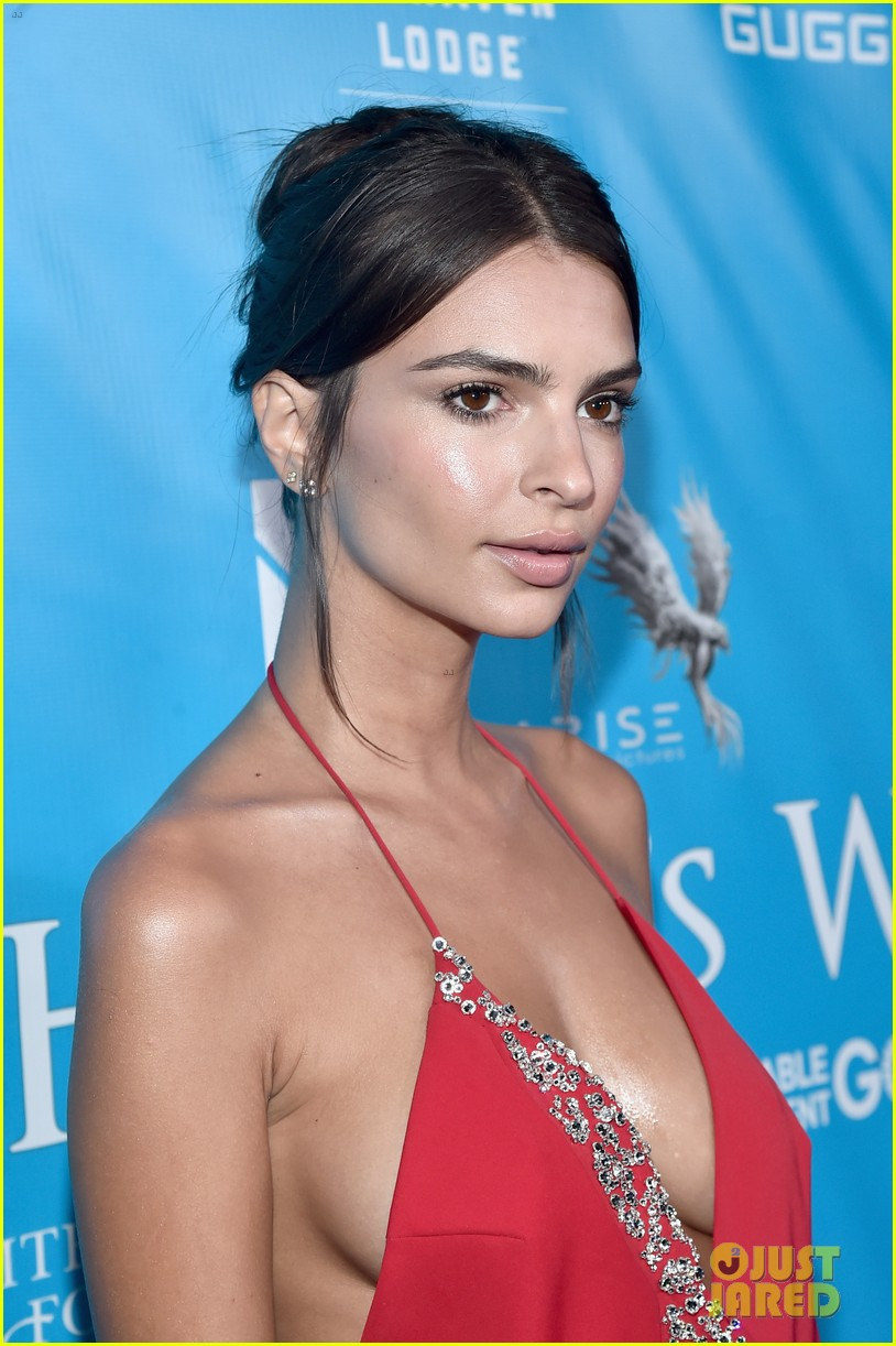 Emily Ratajkowski Says Her Boobs Are Too Big to Land Her ...