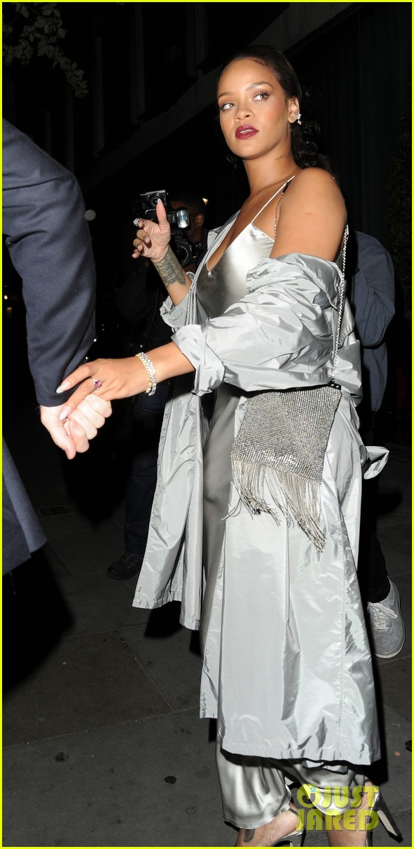 rihanna stuns in silver at valerian after party 053933506