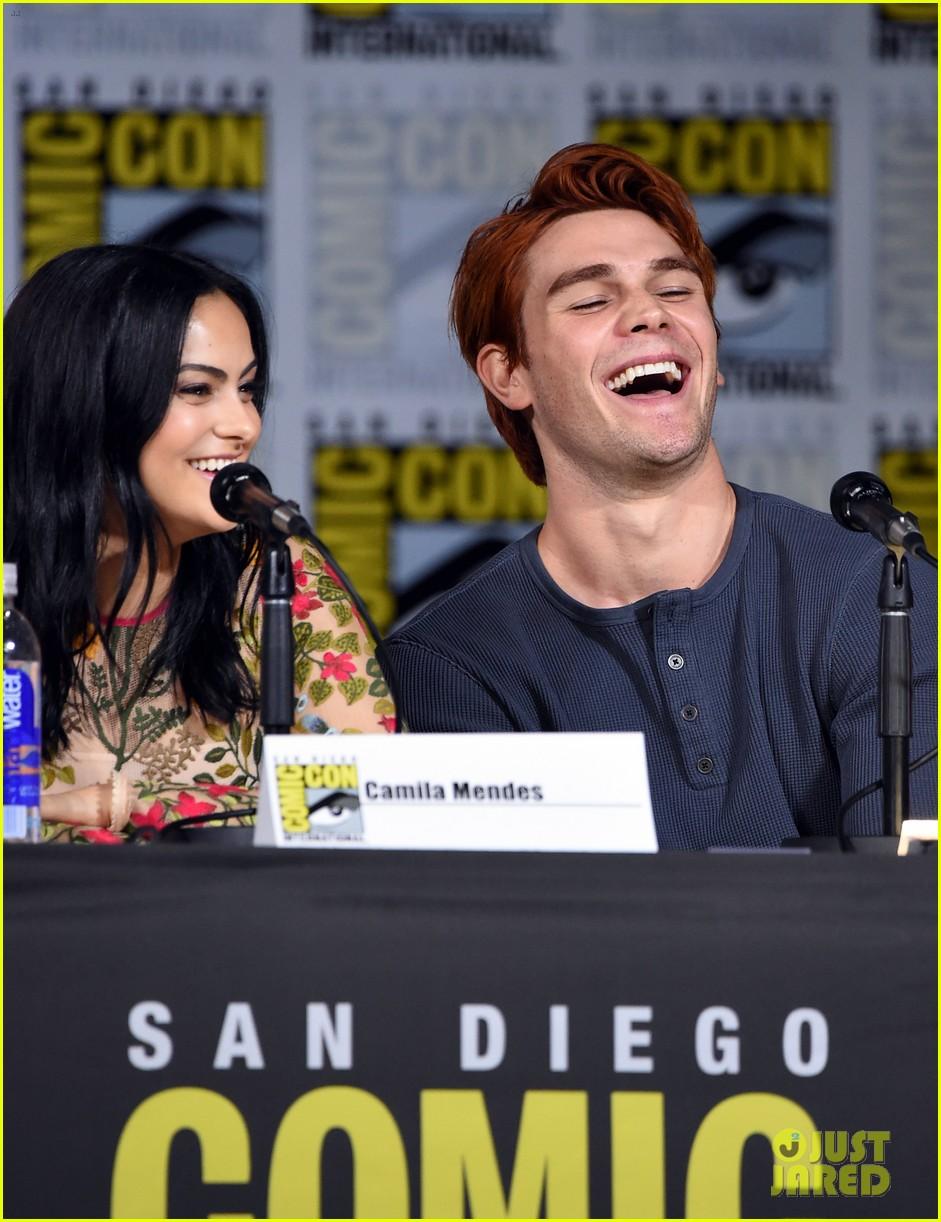Riverdale' Cast Previews Season 2 at Comic-Con - Watch Now