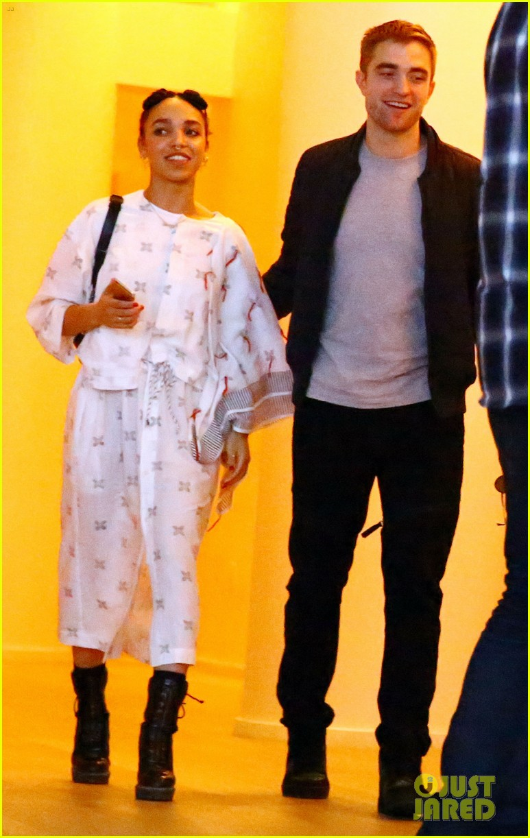 robert pattinson fka twigs engaged 013933725