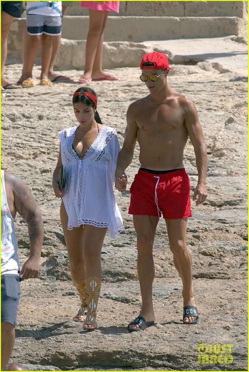 cristiano ronaldo girlfriend beach spain 013929752