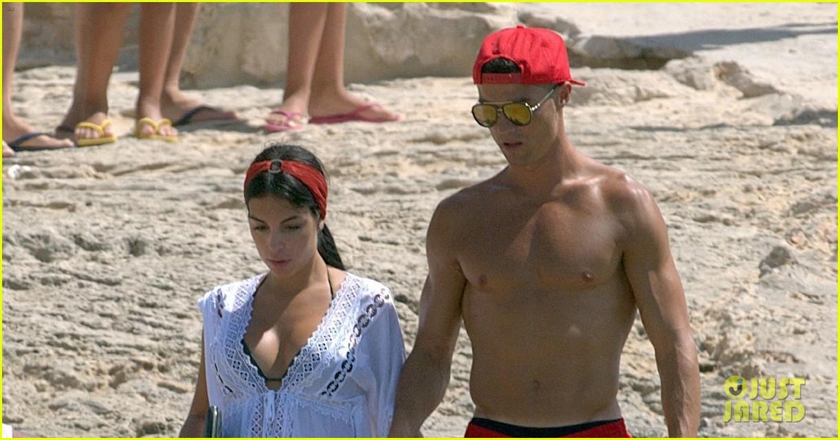 cristiano ronaldo girlfriend beach spain 033929754