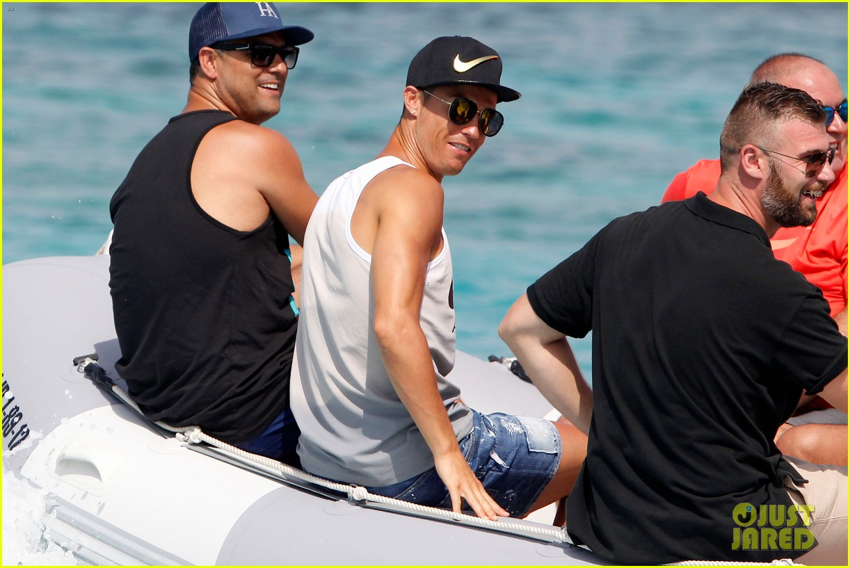 cristiano ronaldo viists formentera with his possibly pregnant girlfriend 053925089