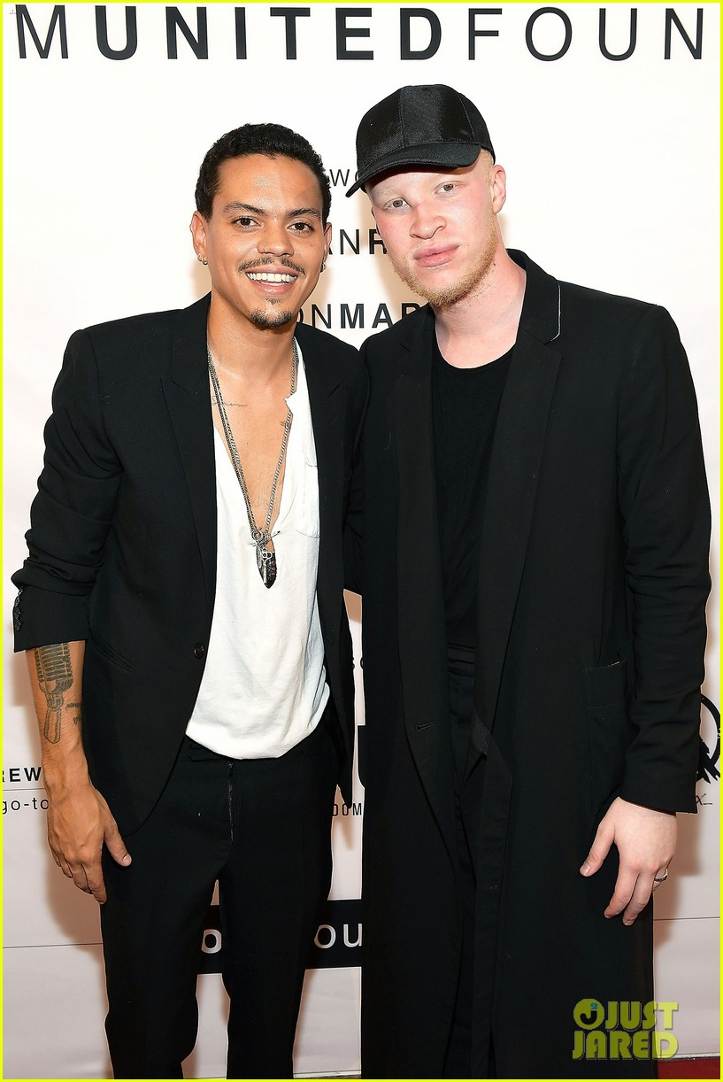 Ashlee simpson evan ross make art with a cause charity for Ross craft show 2017